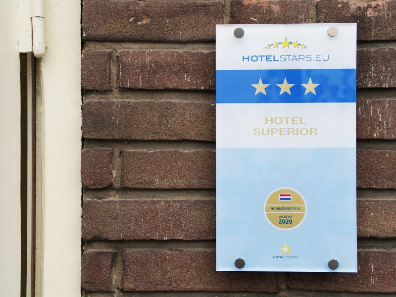 Hotelsterren.nl-Hyattplace-schiphol-amsterdam-sterrenschild-sterren